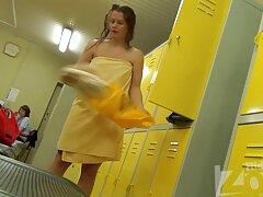 Egy karcsú lány barna hajú, hogy porno filmek ingyen magyarul megmutassa a Kis Mellek, szopni egy nagy fasz, rugalmas nagy. Széttárta a lábát a kanapén, majd nyögött a penetráció.