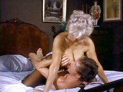 Claire Robbins ingyen leszbi pornó amerikai pornószínésznő. Ebben a videóban egy sráccal szeretkezett a fürdőszobában. A kalózokkal kezd, és a végbélnyílással végződik.