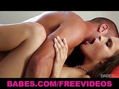 Anastasia Devine a legszebb lány, szexi szőke, hűvös testtel, pornó filmet készít. Ebben a videóban egyszerre két emberrel szeretkezett, és ügyesen könyörgött nekik. Ezen túlmenően, a férfiak, mint a ingyen porno online nők tele haj.