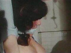 Gyönyörű fekete haj ül a barátja előtt, majd elkezdett orgazmus, vv pandora porno végül kibaszott a hálószobában.