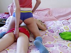 Éjszaka a leszbikus ki nagyon sikeres. Öt Leszbikus gyönyörű csók porno kisfilmek egymást. Amíg a hüvely nem minden ember nem volt teljesen elégedett, a lányok még mindig nyugodtak.