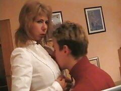 Titkár elcsábítani beszélni félénk az irodában egy tervet, hogy elcsábítsa őt ebben az időben, valószínűleg nem éri meg. Nem függ attól a ténytől, hogy az erősebb szexet képviselő emberek nem akarják, hogy szexeljen. Egy kicsit sem tudta kigombolni az ingét a köldökben, felfedve egy puffer óriást a milf számára, és a forrást, hogy közvetlenül előtte játsszon. A szilárd, egyszerű ember receptjéből elvesztette a hangját, a végek mozgása gyakran elakadt. Tőled azt várom, hogy a közelebbi érzéketlenség hiánya,