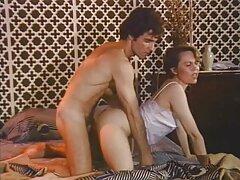 Egy férfi szex egy lány az első ülésen az kelemen anna pornofilmjei autó. Egy szexi lány jött hozzá közvetlenül a garázs bejárata után.