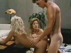 Női orgazmus a nyelvével, simogatta kapzsi. Az orgazmus, a nő teste remeg minden stroke. ingyen pornó filmek