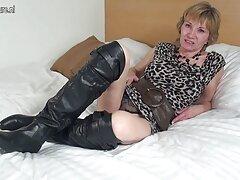 Egy ingyen leszbi pornó lány barna haja szép régi, fekete öltöny, penetráció, mindez azért, mert egy halom lédús óriás előtt 2 szál kábel, fekete. Így van, két sötét jobb, mint egy mocskos ribanc!