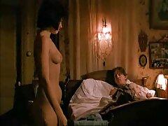 Szex, szex a fürdőszobában egy barátjával. A farmer hosszát a csípőre húzta. Adok egy szopást, ül az oltárnál a fürdő közelében. Ő ritmikusan rángatózó kemény szexvideo teljes film kibaszott vele, hajolt vissza a kádba, így a barátja seggét édes.