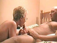 A két színész pornó szőke férfi. Egy férfi hozza haza két gyönyörű szőke online szexvideók lány fasz