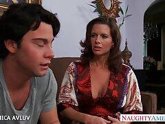 Szex Gyönyörű ingyen porno filmek online szőke a medencében. Guy meghívott lány a házába töltött egy felejthetetlen nap.