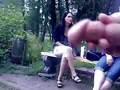 Egy kigombolt barna hajú lány, aki a fiú pénisze közelében repül. Ki akar robbantani, kényszerítve, hogy álljon. Ízekkel és egy gyönyörű emberrel nyelte pornót magyarul le a tagot.