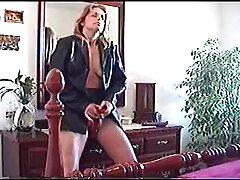A szőkének nagy szája volt. Nagyon boldog voltam, amikor találkoztam egy fickóval. Élvezze a nyitott ruhát, majd elkezd simogatta a farkad a pornó ingyen szádban.