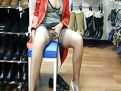 Latin szereti a nagy faszt. Egy szexi lány ingyen pornó letőltés táncol egy sráccal, majd leül, hogy megbirkózzon vele. Finoman szopja a vibrátor, ül vibrátor, ugorj rá, hogy orgazmus kész.